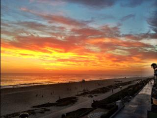 3 BEDROOM HOUSE ON THE BEACH BOOKING CHRISTMAS NOW - Manhattan Beach vacation rentals