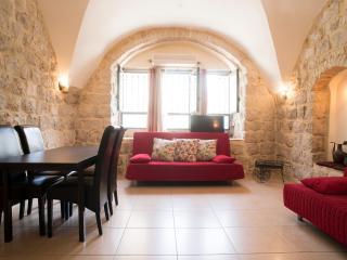 Historic downtown 2 bdr free parking - Jerusalem vacation rentals