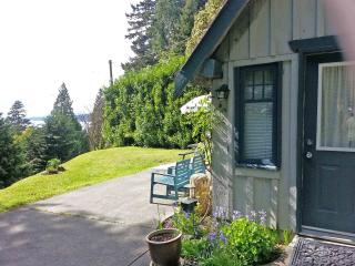 Salt Air Cottage, Davis Bay (Sechelt), BC - Sechelt vacation rentals