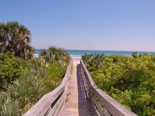 Kate's Places-Lux 2B/2B Beach Veranda SUMMER SALE! - New Smyrna Beach vacation rentals