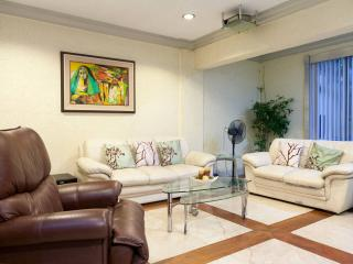 Townhouse with car/driver - Makati vacation rentals
