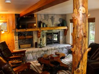 BURNT MILL CANYON COTTAGE, IMMACULATE, JUST FOR 2 - Running Springs vacation rentals