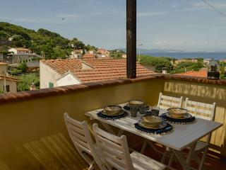 Graziosissimo bilocale vista mare - Cavo vacation rentals