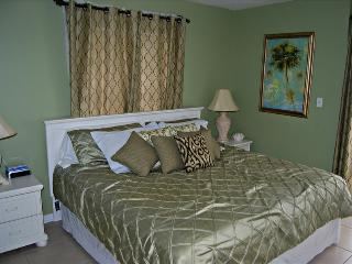 Surfside Shores 2201 -289690 Awesome Gulf Front 3 Bedroom! Can't Beat Price and Location - Gulf Shores vacation rentals