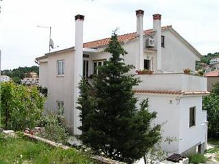 5384  A2(2+1) - Vrbnik - Vrbnik vacation rentals