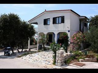 35252  A2(2+2) - Mandre - Mandre vacation rentals