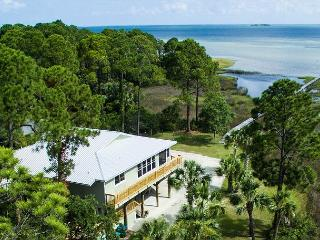 Bayfront, screened htd pool, hot tub, fenced, kayak,Scalloping, 10/31$1690/wk - Cape San Blas vacation rentals