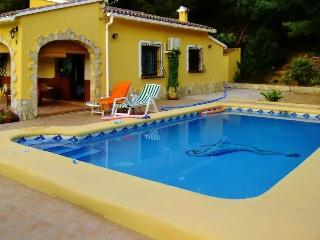 Cheerful villa in Orba, near Spain's Costa Blanca, with pool, air con and spectacular mountain views - Orba vacation rentals