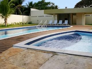 Sleek apartment in Natal with pool, tennis courts and sea view, walk to Ponta Negra beach - Natal vacation rentals