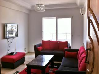 Stylish apartment by the Tunisian coast with air con, balcony and WiFi, near Las Vegas Beach - Sousse vacation rentals