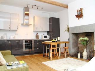 Sharp Cottage, Almondbury, Huddersfield - Huddersfield vacation rentals