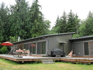 180 Degree views plus night lights of Everett on 5 Acres with fun amenities - Clinton vacation rentals