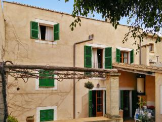Adorable house in Capdepera historic centre, Majorca, with terrace and sea- and mountain views - Capdepera vacation rentals