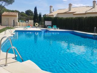 Spacious 2-bed apartment in Andalusian golf resort w/ adult & kids' pool, 700m from marina & beach - Manilva vacation rentals