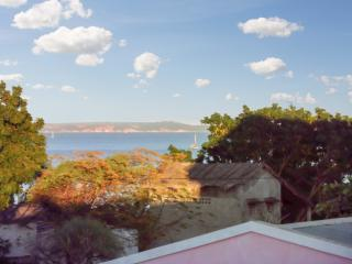 Sea-view apartment 100m from Amborovy Beach, Madagascar, with scenic terrace, garden & WiFi - Madagascar vacation rentals