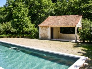 Near Poitiers, Châtellerault, country house w pool, large garden, secure parking - Availles-en-Chatellerault vacation rentals