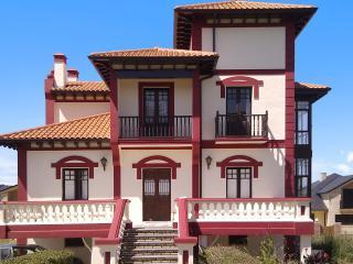 Stunning villa in coastal Cantabria w/terrace & fenced garden, between beaches Laredo and Santoña - Barcena De Cicero vacation rentals