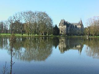 Chateau Sur le Lac holiday vacation large chateau rental france, loire valley, angers, pool, castle, short term long term chateau castle to - Angers vacation rentals