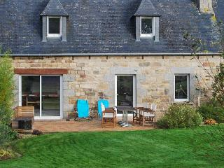 Charming country house in Brittany, near Lannion, w/WiFi, central heat, BBQ terrace & fenced garden - Cotes-d'Armor vacation rentals