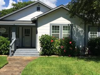 Wood Street Cottage in  Rockport TX - Rockport vacation rentals