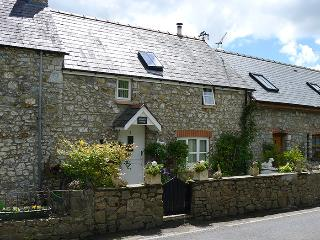 Five Star Pet Friendly Holiday Cottage - Meadow Cottage, Sageston - Pembrokeshire vacation rentals