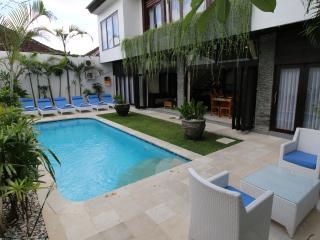 Villa Ashmik, 6 bedrooms, Sleeps 12 - 14 - Seminyak vacation rentals