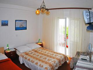 Apartment for 8 persons - Hvar vacation rentals