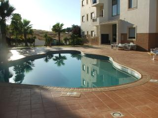 Lovely 2 bedroom apartment in Meia Praia, Lagos - Lagos vacation rentals