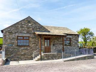 LITTLE CRAKE HOUSE, woodburner, working farm, walks from the door, near Kendal, Ref. 14607 - Kendal vacation rentals