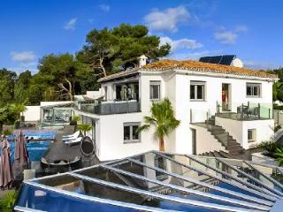Villa Mirage - Art Deco style villa with magnificent views, short walk to the beach  & infinity pool - Malaga vacation rentals