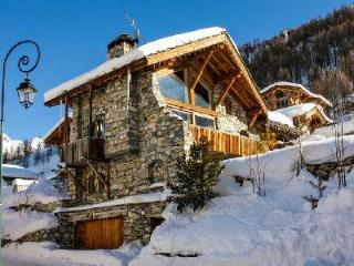 Chalet La Bergerie- superb Alps view, Ski-in/Ski-out, Jetted tub- sauna - Val-d'Isère vacation rentals