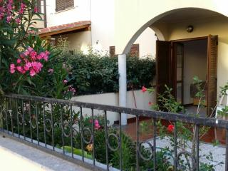 Bilocale piano terra con giardino - Olbia vacation rentals