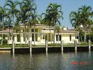 Florida Dreamin Heated Pool 4 bedrooms/4 baths for 14 guests Gated Community - Hallandale vacation rentals