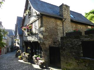 Cozy storybook 15th century house - Dinan vacation rentals