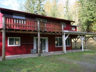 #55 - A BIG pet-friendly cabin on 15 acres! - Maple Falls vacation rentals