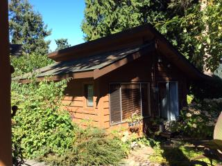 Cottage in peaceful setting - Halfmoon Bay vacation rentals