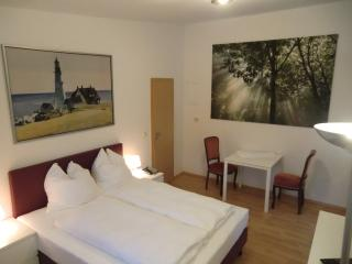 APPARTEMENT-VERMIETUNG BRUNNER Standardzimmer - Rostock vacation rentals