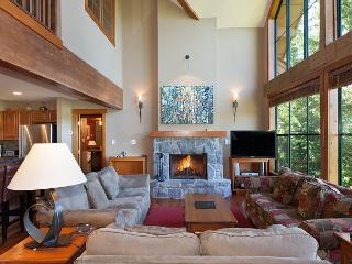 Northern Lights #15 | Luxury 4 Bedroom + Den, Ski Access, Private Hot Tub - Whistler vacation rentals