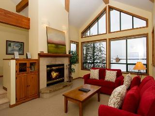 Northern Lights 32 | 4 Bed + Den Townhome, Private Hot Tub, Access to Slopes - Whistler vacation rentals