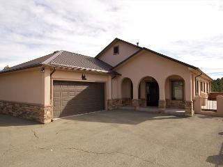 Mountain Views is a gorgeous single level home with three bedrooms. - Alto vacation rentals