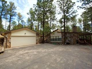 Coggins Court is a single level home with three bedrooms and a garage. - Alto vacation rentals