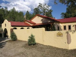 Casita Rios is a gorgeous Spanish style 2 bedroom 2 bath secluded getaway. - Ruidoso vacation rentals