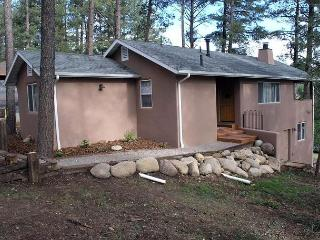 Bungalow is a cozy two bedroom walking distance of midtown shopping area. - Ruidoso vacation rentals