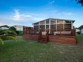 Waterfront with Spacious Deck overlooking lake - Kissimmee vacation rentals