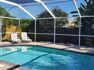 Vanderbilt Retreat. Less Than A Mile To The Beach. - Naples vacation rentals