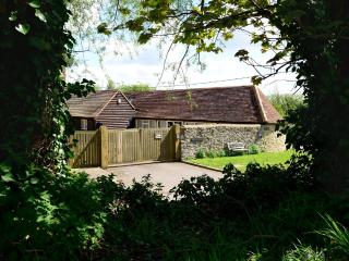 2 bedroom cottage in Oxford. Private parking +WiFi - Oxford vacation rentals