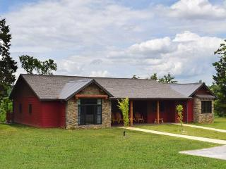 Branson's Newest Lakeside 2 BR, 2 Bath, Elegant - Branson vacation rentals