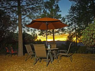 Pine Hill Guest House - Midpines :  Yosemite - Midpines vacation rentals