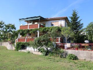 MIHAJIC M(2522-6429) - Klimno vacation rentals