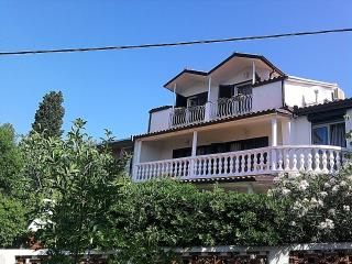 HOLIDAY HOUSE FOR 10, in Novi Vinodolski - Novi Vinodolski vacation rentals